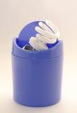 Gebroken energy-efficient lamp in urn Royalty-vrije Stock Fotografie
