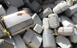 Gebroken gasmeters in een recycleermachinecontainer in de opslag van opiniepeiling royalty-vrije stock afbeelding