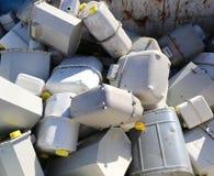 Gebroken gasmeters in een recycleermachinecontainer in de opslag van opiniepeiling stock afbeelding
