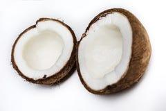 Gebroken geïsoleerde kokosnoot Stock Fotografie