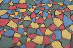 Gebroken gekleurde asfaltstukken Gebarsten asfalttextuur Royalty-vrije Stock Foto's