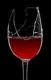 Gebroken glas rode wijn Stock Afbeeldingen