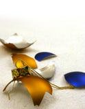 Gebroken gouden en blauwe ballen royalty-vrije stock afbeelding