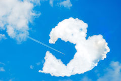 Gebroken hart gevormde wolk Royalty-vrije Stock Foto's