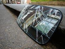 Gebroken het terrashuis van de autoachteruitkijkspiegel Stock Foto