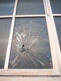 gebroken gebroken het vandalismemisdaad van de venster omhoog dicht misdadige schade stock afbeelding