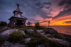 Gebroken kerk bij het Meer van Ladoga, Karelië, Rusland Stock Fotografie