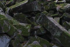 Gebroken kolom van oude tempel stock afbeeldingen