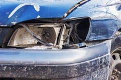 Gebroken koplamp op de auto stock fotografie