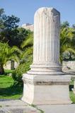 Gebroken marmeren kolom stock afbeeldingen