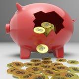 Gebroken Piggybank toont Financiële Storting Stock Afbeeldingen