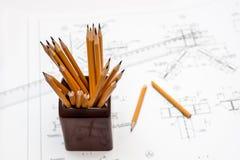 Gebroken potlood dat op de achtergrond trekt Stock Afbeeldingen