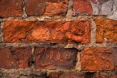 Gebroken rode bakstenen van oude muur dicht Stock Afbeelding
