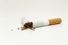 Gebroken sigaret Stock Foto's