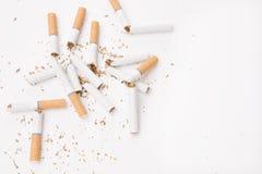 Gebroken sigaretten Royalty-vrije Stock Foto's