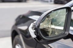 Gebroken spiegels van een auto stock fotografie