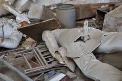 Gebroken standbeelden in vernield binnenland Royalty-vrije Stock Fotografie