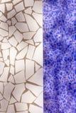 Gebroken trencadis van het tegelsmozaïek typisch van Middellandse-Zeegebied Royalty-vrije Stock Foto's