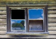 Gebroken venster in de verlaten bouw Stock Fotografie
