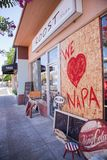 Gebroken venster houden wij van Napa Royalty-vrije Stock Afbeeldingen