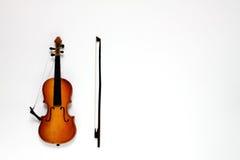 Gebroken viool en boog royalty-vrije stock afbeelding