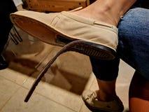 Gebroken vrouwelijke schoen stock afbeelding