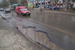 Gebroken weg in de Oekraïne stock foto's