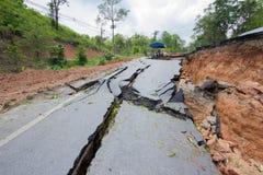 Gebroken weg door een aardbeving in Chiang Rai, Thailand stock fotografie