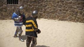 Gebroken Zwaard op de strijd van twee ridders stock footage