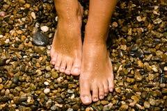 Gebronste voeten op stenen Royalty-vrije Stock Afbeelding
