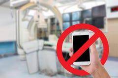 Gebruik uw mobiele video's en foto's van de telefoonopname in het ziekenhuis niet patient's rechten Royalty-vrije Stock Foto