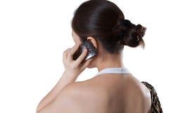 Gebruiken van de vrouw mobiel in toevallig Royalty-vrije Stock Foto's
