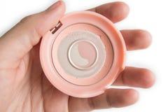 Gebruikt Gekleurd Wangpoeder op hand Stock Foto