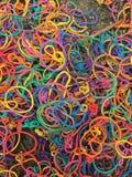 Gebruikte kleurrijke kleine elastiekjes royalty-vrije stock foto's