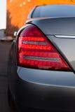 Gebruikte Mercedes-Benz-s-Klasse S350 lange (W221) autotribune op een stree Stock Foto