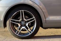 Gebruikte Mercedes-Benz-s-Klasse S350 lange (W221) autotribune op een stree Royalty-vrije Stock Afbeelding