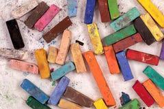 Gebruikte pastelkleurenstokken Stock Foto