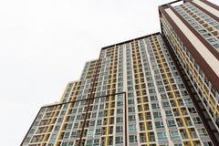 Gebäude mit vielen Fenstern Lizenzfreie Stockfotografie