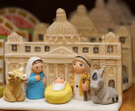 Geburt Christi mit St Peter Basilika in Vatikan Lizenzfreie Stockfotografie