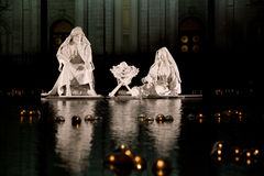 Geburt Christi-Szene durch mormonischen Tempel Stockfotos