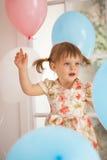 Geburtstag des kleinen Mädchens Stockfotos