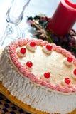 Geburtstag-Erdbeere und Sahne-Kuchen Stockbild