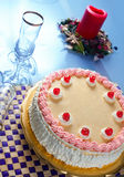 Geburtstag-Erdbeere und Sahne-Kuchen Stockfoto