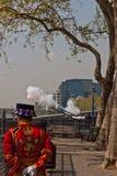 Geburtstag-Gewehr-Gruß der Königin, Tower von London Stockbild