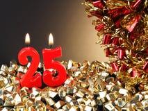 Geburtstag-Jahrestagskerze Nr zeigend 25 Stockfoto