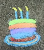 Geburtstag-Kuchen in der Kreide Stockbild