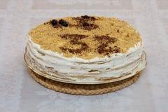 Geburtstag-Kuchen mit 32 geschrieben in Schokolade Lizenzfreie Stockfotos