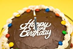 Geburtstag-Kuchen wth Kerze stockfotografie