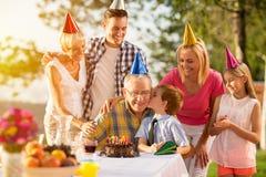 Geburtstag zusammen feiern Lizenzfreie Stockfotografie