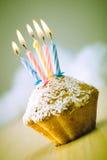 Geburtstagkleiner kuchen Stockfotografie